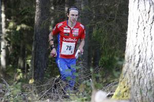 Fredrik Ingelsson, Rehns BK, var ensam hälsingelöpare i herrarnas elitklass oh tog en 34:e-plats, drygt en halvtimme bakom segrande Emil Svensk.