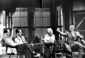 Eugene O'Neill och hans hustru Carlotta.Ulf Palme, Jarl Kulle, Inga Tidblad och Lars Hansson i den första uppsättningen på Dramaten 1956.FOTO: Beata Bergström
