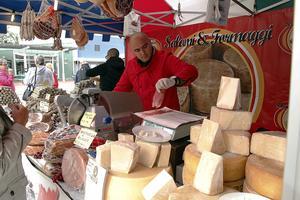 Hos italienske George Hazalambie går det att smaka bland annat parmaskinka och flera olika ostar.