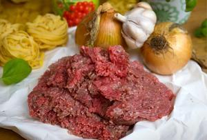 Köttfärs är känsligt I sommarvärmen. Tillaga eller frys in köttfärs samma dag som du köper den och se till att hetta upp den ordentligt.