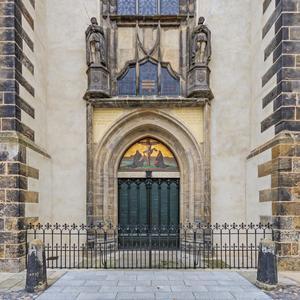 På porten till slottskyrkan i Wittenberg sägs det att Martin Luther spikade upp sina 95 teser.
