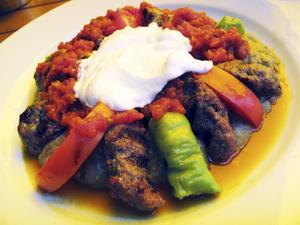 Bildtext 9: Turkisk mat är en fröjd. I Istanbul äter man långt bättre för sina lira en bit bortom Sultanahmets turistkvarter.   Foto: Johan Öberg