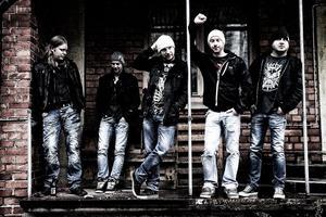 Niclas Nordell, Robin Lindgren, Lars Höijer, Erik Nilsson och Andreas Eriksson bildar tillsammans Broken Oath