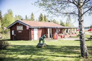 Gamla Kiosken vid sjön Saxen har fått nya ägare, ny inredning och nybakta bullar.