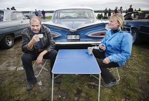 Anders Kring och Maud Olsson var två av kvällens alla bilentusiaster.