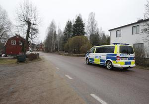 Foto: Fredric Gustafsson.En polispatrull åkte förbi i Saxdalen.