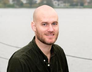 Jacob Sundberg författardebuterar med en novellsamling. Annars jobbar han som affärsutvecklare. Foto: Atlas förlag