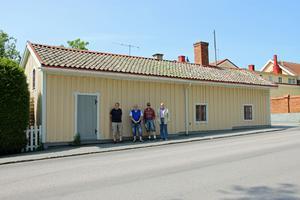 Uthuset på Sundbladska gården var tidigare en ladugård och den är omskriven att vara en av de mest bevarade ladugårdarna i staden.