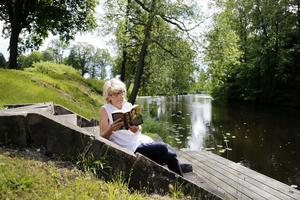 NT:s Margaretha Levin Blekastad har valt tio pockettitlar för sommarens fina lässtunder.