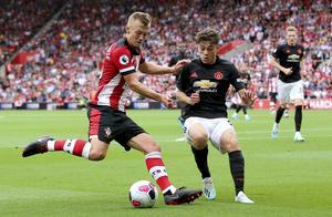 Se upp för Southampton på veckans stryktips. Här i form av James Ward-Prowse som måttar ett inlägg i hemmamatchen mot Manchester United den 31 augusti. Foto: Mark Kerton/AP/TT