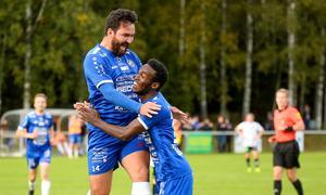 Nowroze Ali Bostan Ali gjorde under sitt inhopp även det för matchen avgörande 3-2-målet och klappades om av lagkamrater. Foto: Stefan Lindgren