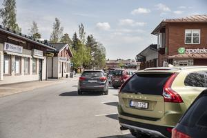Även Genvägen ingår i det framtida övervakningsområdet.  Ingen av de berörda parkeringarna har någon parkeringsavgift utan endast tidsbegränsad parkering.