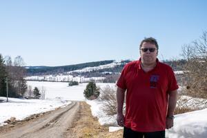 Kent Åslin flyttade tillbaka till Holm och gården där han är uppväxt för cirka 20 år sen. I dag är han en av blott 357 personer som bor i församlingen.