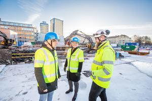 Projektledare. Fredrik Persson, t h , är NCC:s platschef vid byggandet av Kulturkvarteret.