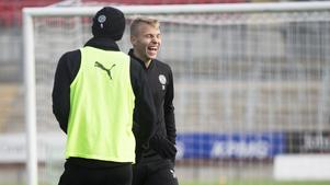 Sebastian Ring har lämnat ÖSK efter att kontraktet löpte ut sista november. Uppgifter i England gör gällande att försvararen besökte ligaklubben Grimsby Town någon gång förra veckan och stannade i staden tre dagar.