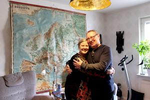 De hade inte setts på 51 år när de träffades i november. Vid nyår förlovade de sig och nu flyttar de ihop i Kerstins lilla torp.