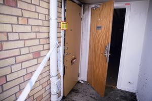 Det var strax efter midnatt, natten mot tisdag, som en brand utbröt i en lägenhet på Sveagatan. Nu har en man häktats, på sannolika skäl misstänkt för grov mordbrand.