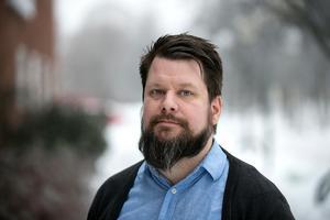 – Organisatoriskt är det helt omöjligt att en ordförande ställs till svars för vad som skrivs i sociala medier, säger Rikard Rudolfsson, ordförande för Vänsterpartiet i Borlänge.
