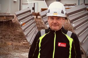 Mikael Norgren, fabrikschef på Forsellstrappan tjänade 1873000 kronor förra året, eftersom han bytte jobb och fick lön från två arbetsgivare.