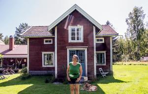 Stugan är typisk för sekelskiftet 1900, en hustyp som idag ofta byggts om och förändrats – som vanlig bostad för arbetare och småbönder har den ett historiskt och socialt värde.