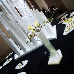 Sju förrätter, fyra varmrätter, en trerättersmeny, ett showfat, fyra desserter och en skulptur, det är vad laget ska producera på OS. Team Milkos skulptur är en vas gjord av spunnet socker med små sockerblommor.