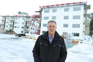 Östersundshems tillförordnade vd Christer Sundin är mycket förtegen men tillbakavisar heller inte uppgifterna om personalminskningen.