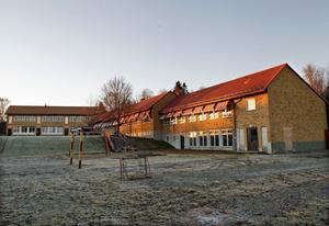 Den låga delen av Lugnviksskolan, närmast i bild, ska rivas.
