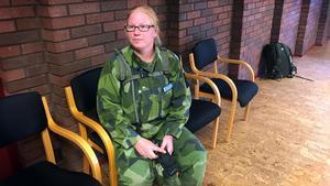 Ramnäsbon Jeanett Lennvall har kämpat hela natten vid brandområdet i Rörbo mellan Ramnäs och Sala och är rejält trött efter 12-timmarspasset. Nu ska hon hem och sova.