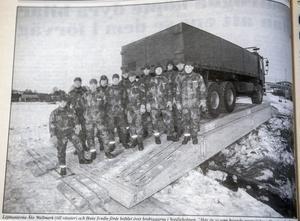 ÖA 10 december 1993. Löjtnanterna Åke Wallmark (till vänster) och Hans Svedin förde befälet över brobyggarna i Svedjeholmen.