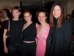 Hillary Swank  (längst till vänster) sparkades från