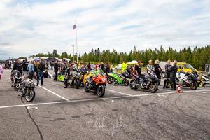 Bra uppsamling av motorcyklar också, nu hoppas föreningen på nästan en dubblering av antal team till nästa års jubileum, foto: Hans Eriksson