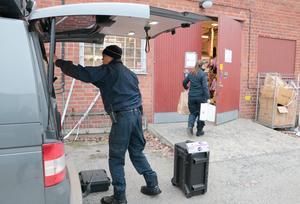 Polisens tekniker på brottsplatsen, ett par dagar efter överfallet.