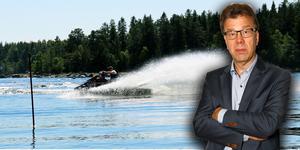 Regeringen vill stoppa buskörningen med vattenskoter genom krav på körkort och höjd åldersgräns. Risken är stor att sådana åtgärder bara blir slag i luften. Dessutom finns det andra små båtar som det också går att busköra med. Foto: Sabina Pettersson, Måna J Roos.