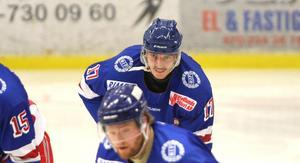 Klar för nästa säsong. Ludwig Björklund har gjort 50 poäng på 38 matcher i Rimbo-tröjan.