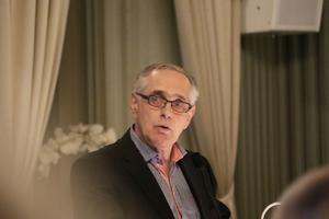 Jan Larsson (MP) beskyller V för fulspel. MP och V hade kommit överens om valteknisk samverkan, men det bröt V strax innan fullmäktigemötet, menar han.