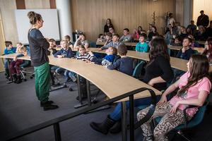 Filmen handlar i korta drag om att några elever i Los undersöker vad lärarna på skolan döljer i Losgruvan.