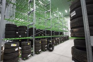 Däckhotellet har plats för 15 000 däck.