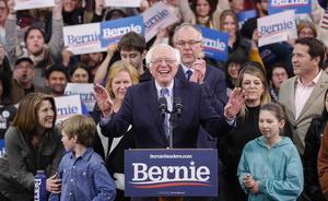 Demokratiska presidentkandidaten senator Bernie Sanders på primärvaldagen i New Hampshire tisdag 11/2 2020. Foto: AP Photo/Pablo Martinez Monsivais.