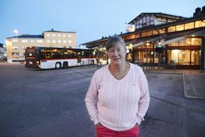 Eva Holmgren i Strömsund tog bilen till Mora då anslutningsbussen söderut redan har gått när hon anländer till Östersund.