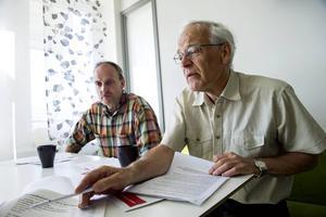 I dag presenterar partierna sina budgetar för de kommande åren. Vänsterpartiets Göran Wåhlstedt och Gunnar Fors föreslår skattehöjning för att finansiera kollektivtrafik, skola och omsorg.