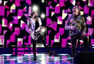 Freddie Liljegren repeterar med Eric Gadd inför veckofinalen av TV4s program Idol.Foto: Pontus Lundahl / TT
