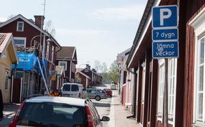 Datumparkering försvinner nu, bland annat på Elsborg. Parkeringen i kvarter nära centrum blir blir istället styrd till tydliga rutor på ena sidan av gatan.
