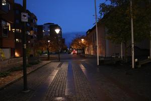 Polisen kameraövervakar till exempel Kvarnparksområdet i Kumla. Polisen och Kumla kommun lovar också att agera gemensamt mot narkotikan.