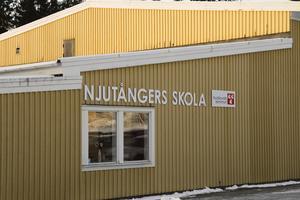 En av de sex skolor som berörs av kommunens besparingar är Njutångers skola. Enligt förslaget ska  eleverna i Njutånger flytta till Iggesund.