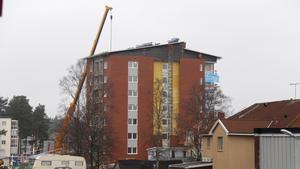 En ny siluett i Timrå centrum, det åtta våningar höga huset.
