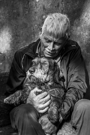 Sten Carlsson med sin valp Ludde. Foto: Elisabeth Ohlson Wallin
