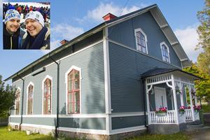 Den här före detta baptistkyrkan i Hofors köpte Fredrik tillsammans med pojkvännen Emil Mann. Bild: Privat/Arkiv
