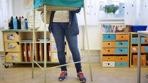 Två vallokaler i Hällefors kommun glömdes bort när årets röstkort sammanställdes.