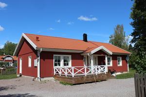 Det här huset på Stampersvägen 9 såldes för 2 270 000 kronor.
