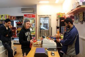 Trots en minimal marknadsföring har kunderna börjat att hitta till den nyöppnade butiken.